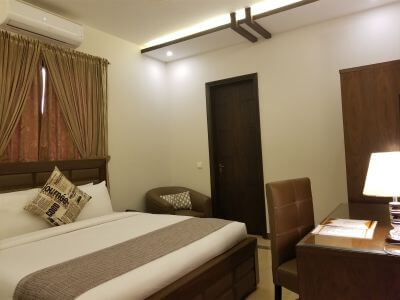 Business Room - King Bed