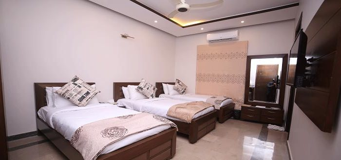 BUSINESS ROOM – Triple Beds