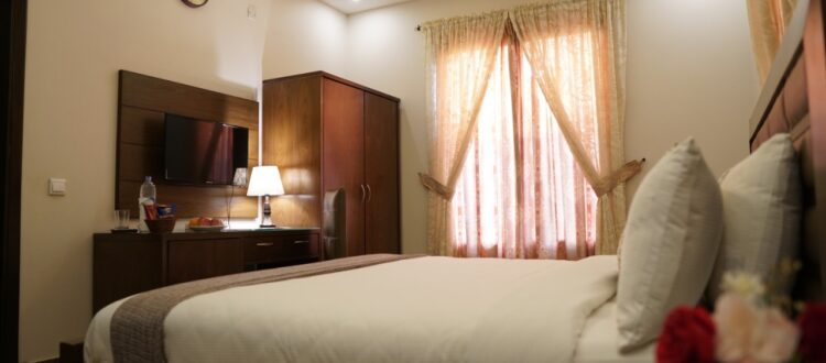 BUSINESS ROOM – KING BED